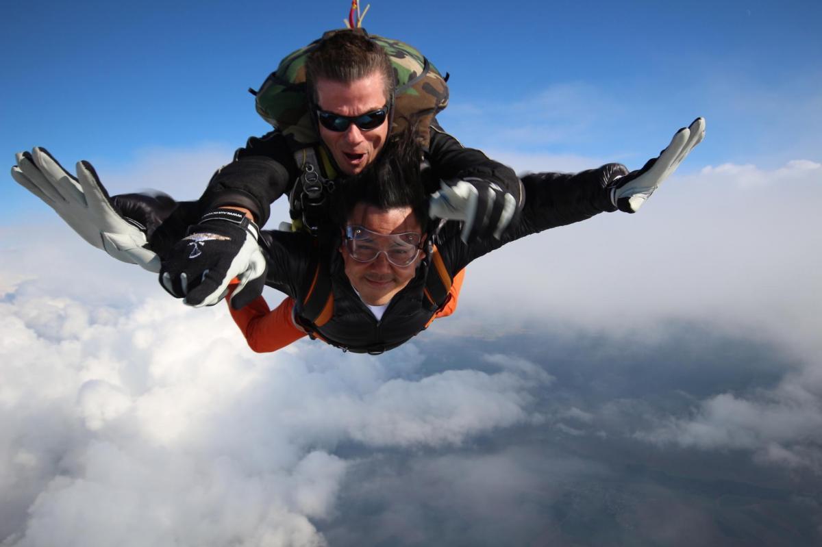 Parachute tandem peronne