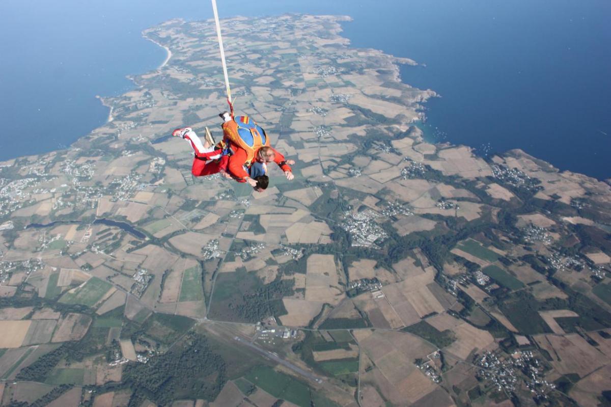 saut-en-parachute-belle-ile-en-mer.jpg
